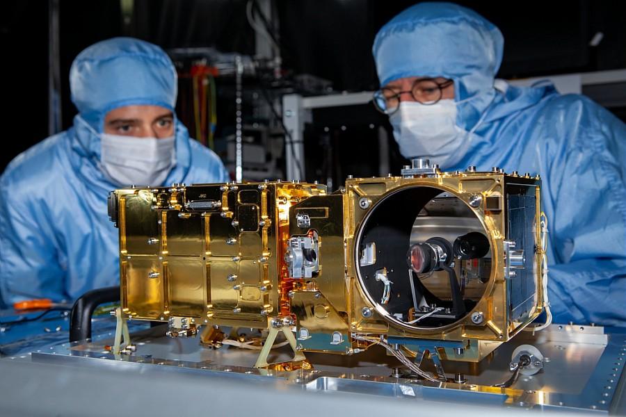 MastUnit de l'instrument Supercam (Mars 2020) en test a l'IRAP © CNES/Nicolas Tronquart