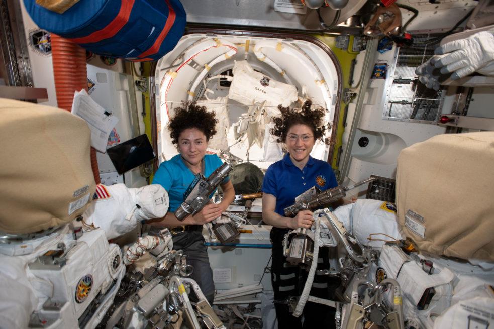 Jessica Meir et Christina Koch à bord de l'ISS. © NASA