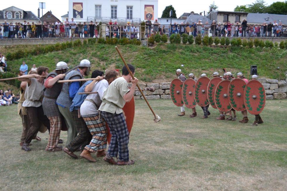 Reconstitution d'une bataille gauloise © Association les Ambiani
