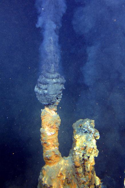 Cheminées hydrothermales ou fumeurs noirs